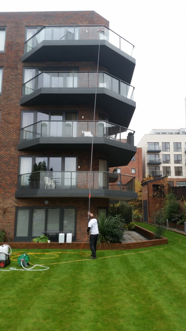 finchley-road--window-cleaning-london-2